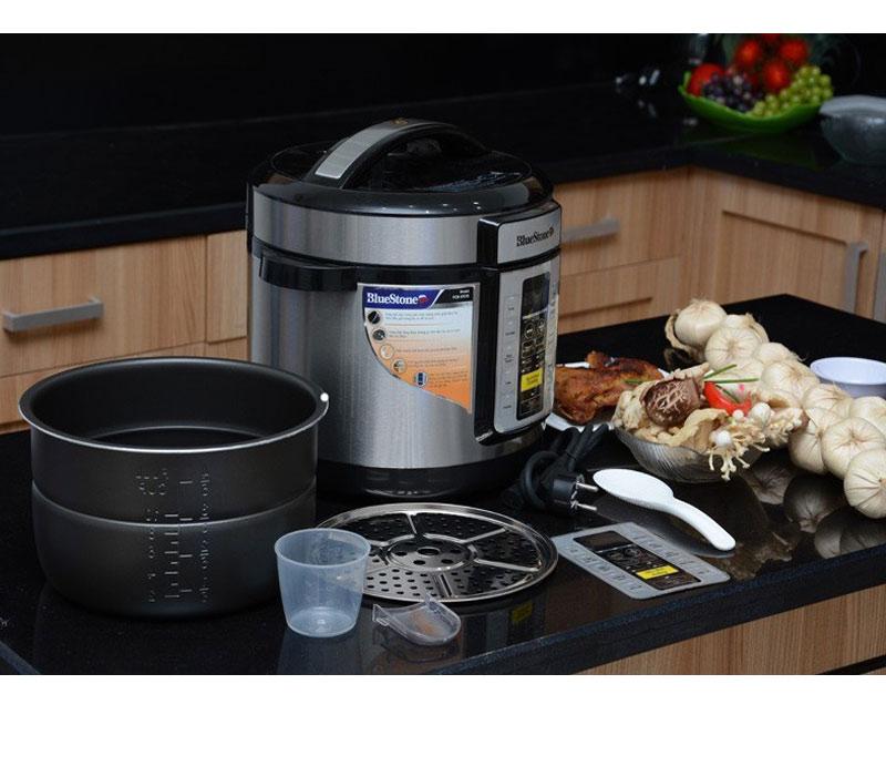 Nồi áp suất điện đa năng BlueStone PCB 5757D cao cấp bạn có thể nấu nhiều món ăn ngon chỉ với 1 chiếc nồi áp suất, lòng nồi dày 2mm phủ Ceramic an toàn tuyệt đối cho sức khỏe, bảo hành lên đến 2 năm.