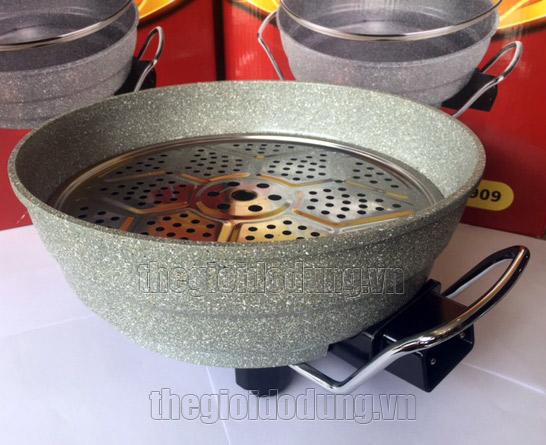 Nồi lẩu điện đa năng Holtashi TC-7909 đi kèm với 1 vỉ hấp bằng inox giúp chế biến được nhiều món ăn ngon hơn