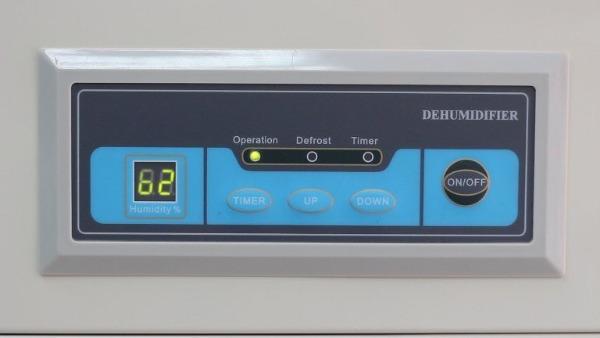chi tiết bảng điều khiển của máy hút ẩm Fujie HM-1800D
