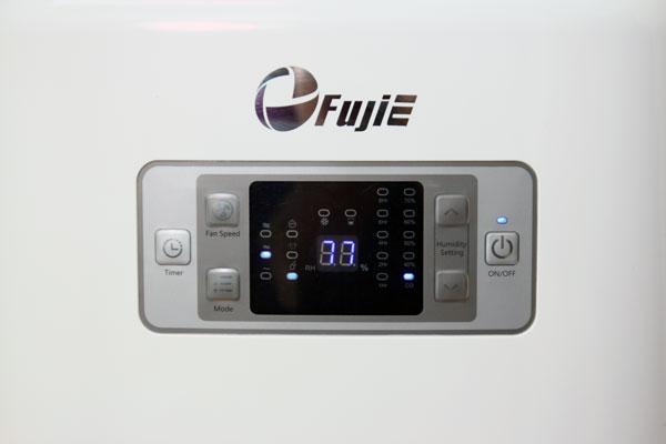 Máy hút ẩm Fujie HM-916EC bảng điều dễ sử dụng