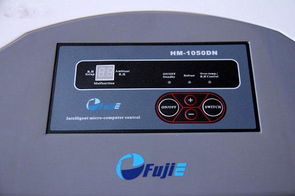 Bảng điều khiển của máy có hiển thị đèn LED tiện dụng