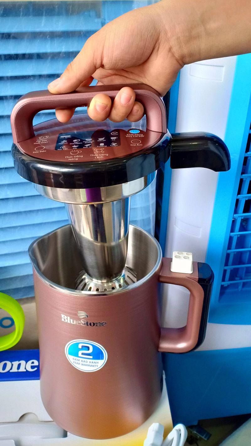thao tác máy làm sữa đậu nành Bluestone SMB- 7393